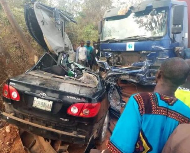 TOO BAD! Three People Dead, One Injured In Truck Accident On Lagos-Abeokuta Expressway 1