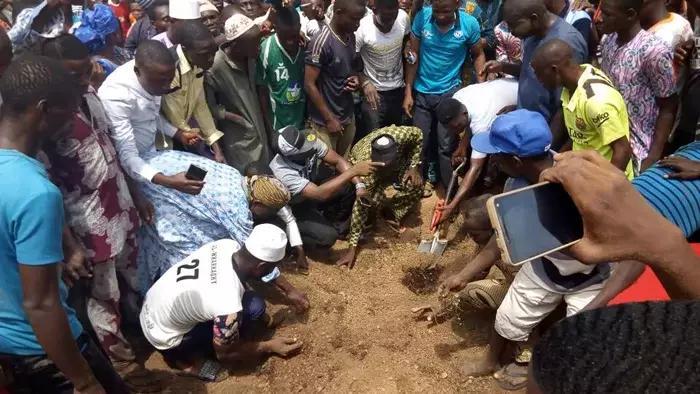 Senator Isiaka Adeleke buried amid tears