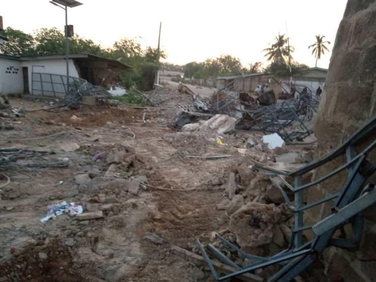 kwara govt demolishes saraki s popular family house ile arugbo 2 - Protest At Ile-Arugbo As Kwara State Government Demolishes Saraki's Family Home (Pictures)