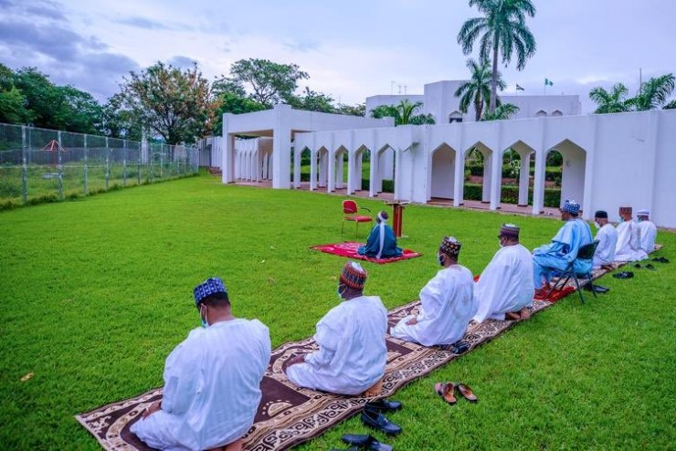 Islamic/Health Meaning: Why Buhari Sits on a Chair Inside Mosque