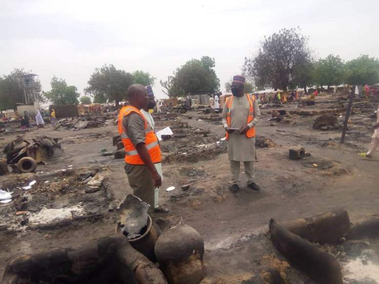 EYzeXaAWsAYRdKq - One Dead, Many Injured And Property Destroyed As Fire Ravages IDP Camp In Borno (Photos)