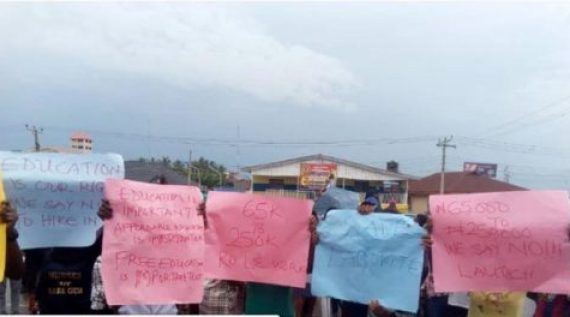 Students of LAUTECH protests hike in tuition fee to N250,000.00
