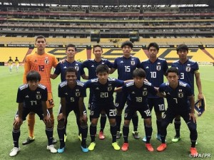 The Japanese U-17 team with Chima second on the first row