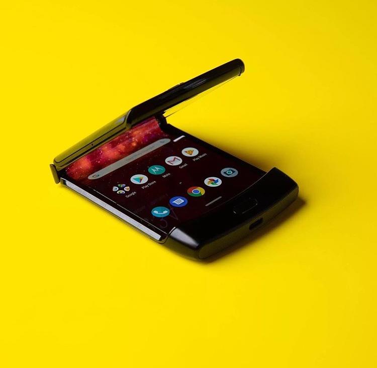 Motorola RAZR Hands-on: It a throwback 35
