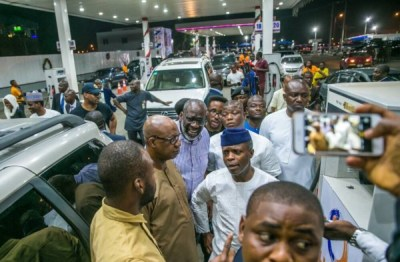 "Osinbajo Fuel Scarcity 600x395 300x198 - 9JA NEWS: FuelScarcity: ""We are trying to move as quickly as we can"" – Osinbajo As He Visits Filling Stations"