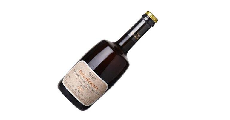 Greek semi-sweet sparkling orange wine made with Debina grapes