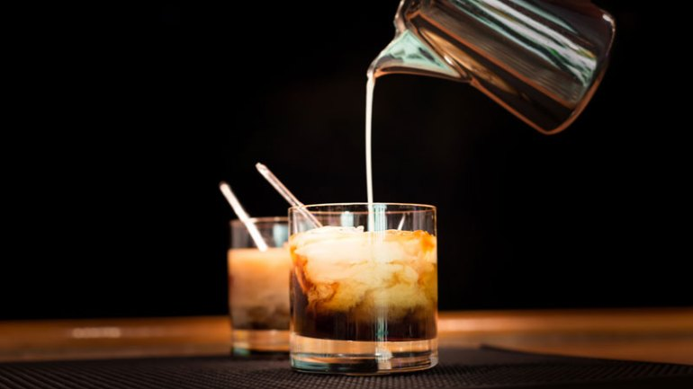 The do's and don'ts of making a White Russian cocktail.
