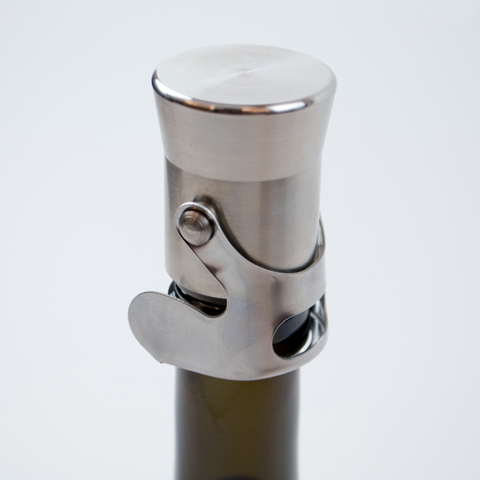 Heavyweight champagne stopper for keeping Champagne and Prosecco fresh