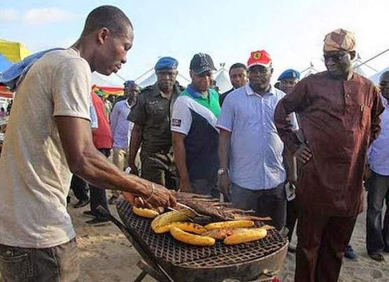 babatunde-fashola-bole-stand