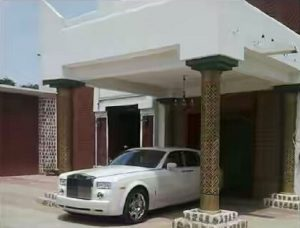 High rolling for the Emir, abject poverty for his people