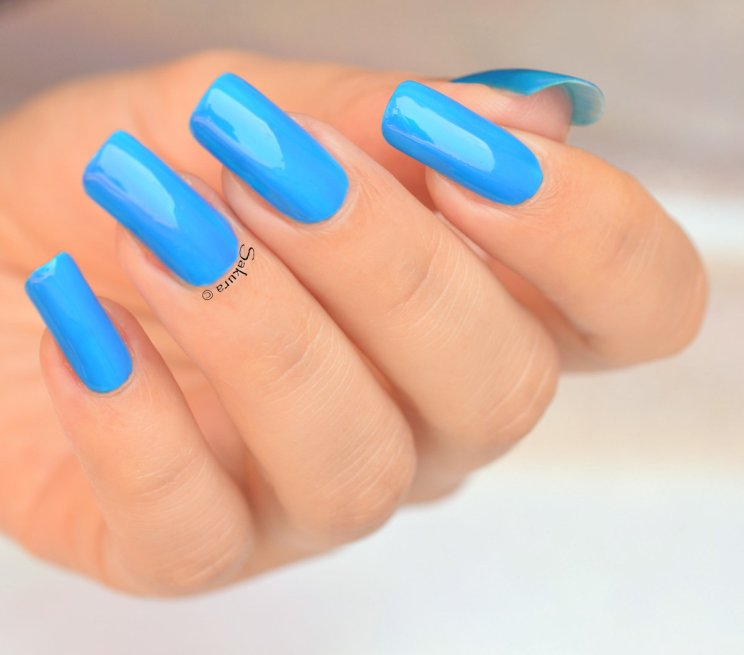 BEAUTY NAILS BLUE FLUO 3