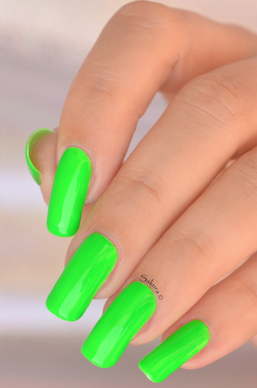 BEAUTY NAILS GREEN FLUO 2