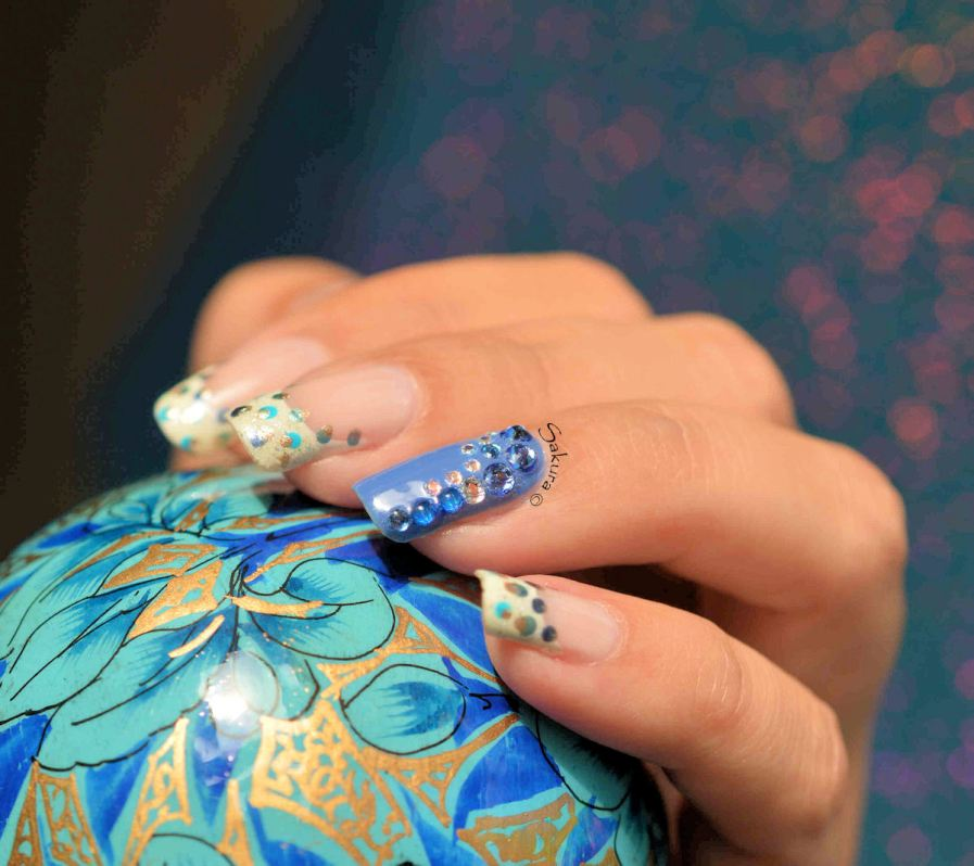 Nail Art French Pois et Strass