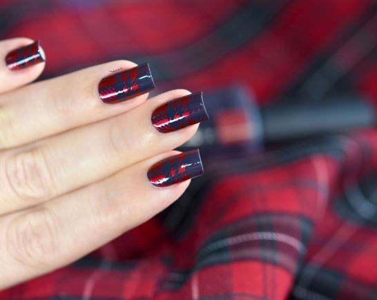 NAIL ART PLAID ROUGE 2