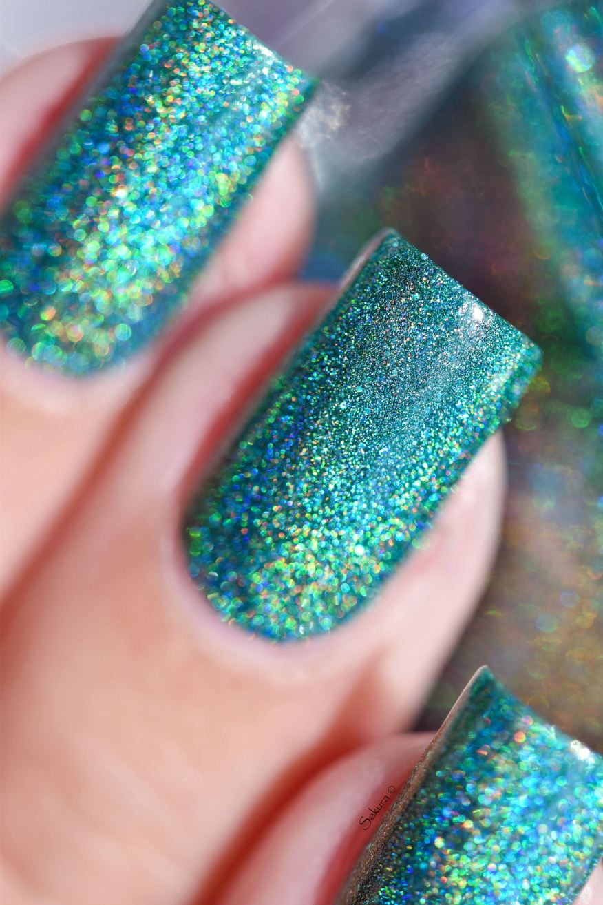 GLAMPOLISH THE HOLO STRICKES BACK 9