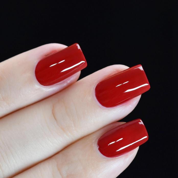 SALLY HANSEN RED HANDED 2