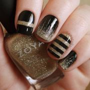 perfect black and gold nail