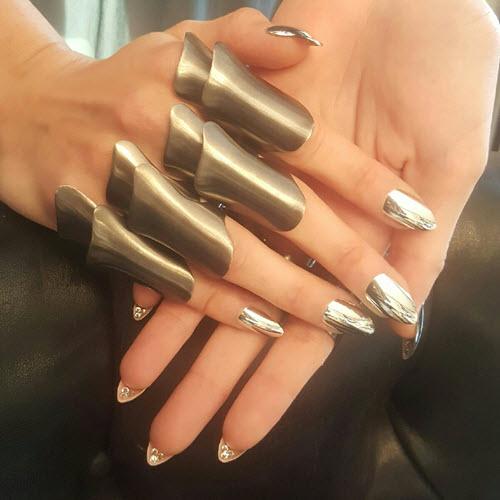gigi hadid 2000 met gala chrome nails