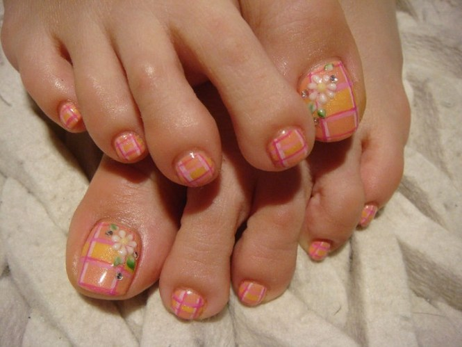 Flower Toe Nail Designs 30