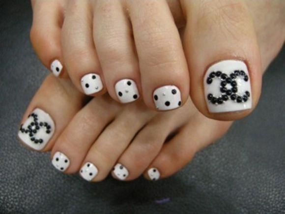 Simple Nail Art Design For Feet