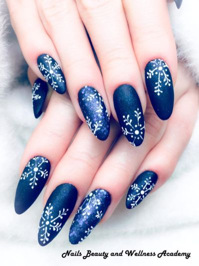 Let it snow Nails Beauty and wellness