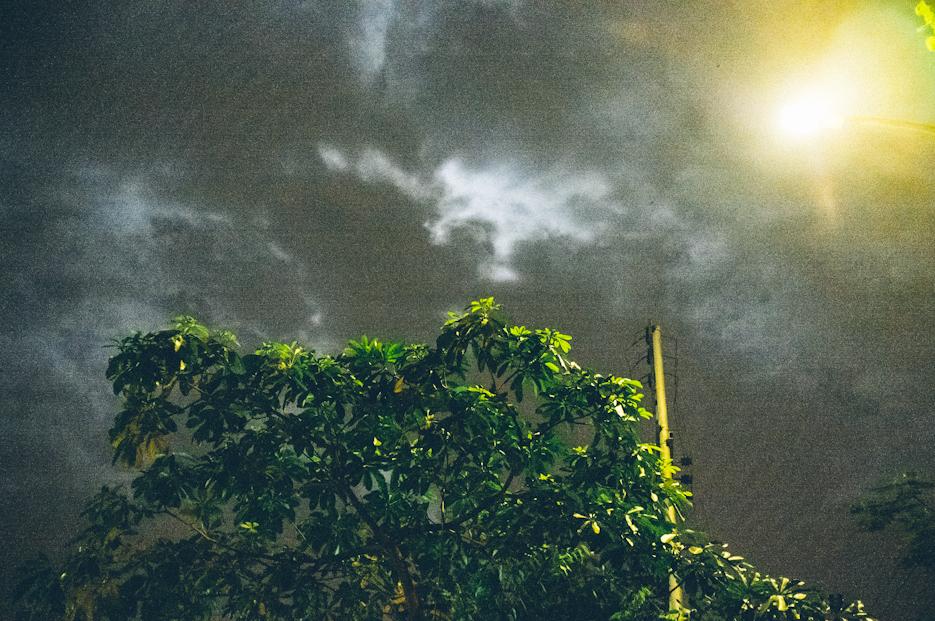 Streets of Noida at night. Street Photography by professional Indian lifestyle photographer Naina Redhu of Naina.co