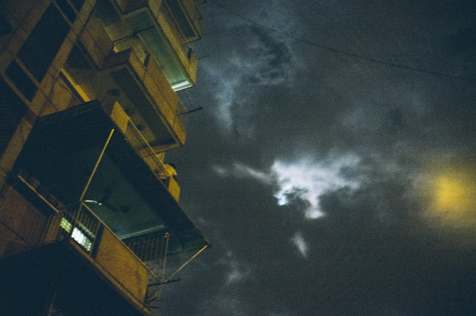 Streets of Noida at night. Street Photography by professional Indian lifestyle photographer Naina Redhu of Naina.co