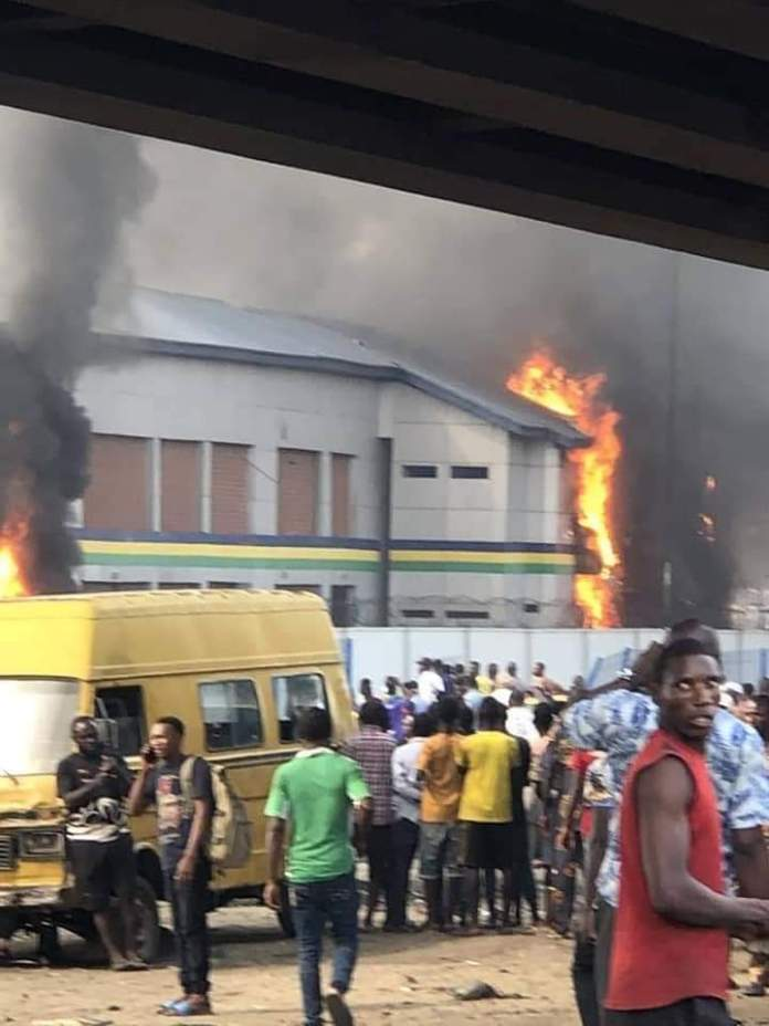 Thugs put fire on police station in Lagos
