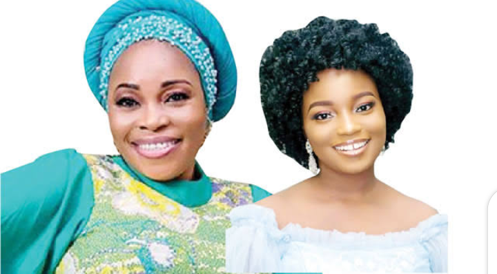 Tope Alabi and her daughter