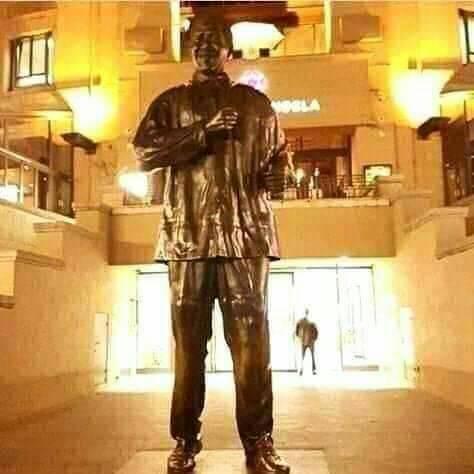raila statue