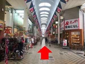駒川商店街の宮本むなしの横の通路の写真