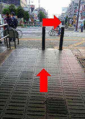 駒川中野の地下道の出口の写真