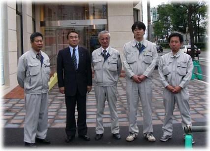 左より 安川次長、中山社長、志田部長、松本主任、宮川主任