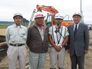 左から遠藤さん、豊和工業 三國さん、 能代谷さん、中山社長
