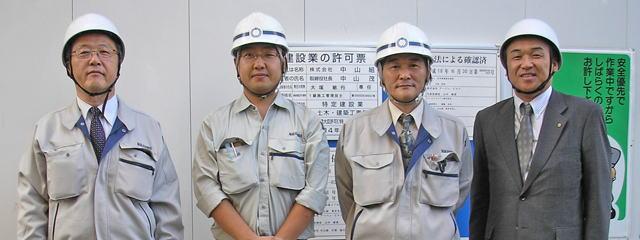 左から船田営業部長、田辺さん、大塚さん、中山社長