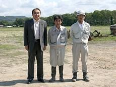 左から中山社長、寺島係長、本田主任