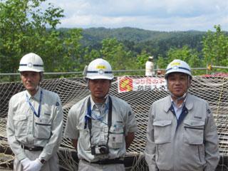 左から石井係長、木嶋係長、中山社長
