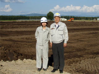左から 今回同行した村田さん、中山社長