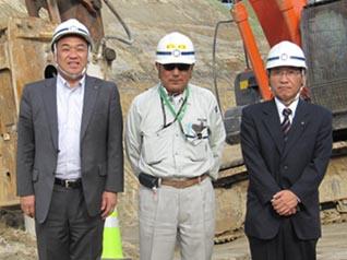 左から中山社長、西股係長、熊谷道東営業所長