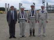 左から、中山社長、木村主任、高橋係長、柴田函館営業所長