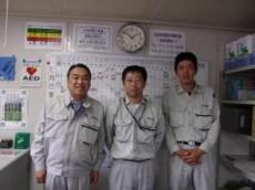 現場事務所にて 左から中山社長、堀田工事課長、阿部主任