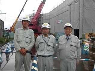 左から阿部主任、堀田工事課長、中山社長