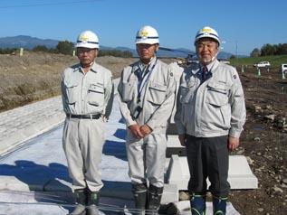 左から、斉藤課長、木嶋係長、中山社長