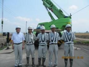 左から中山社長、舘崎係員、伊藤主任、 川西係長、小笠原係長