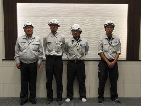 左から中山社長、塚田係長、田中主任、葛西係員