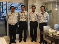 左から中山社長、井上係員、菊池係長、清水主任