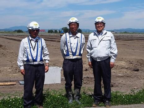 左から 西股さん、渡辺さん、中山社長