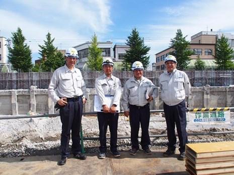 左から 三浦さん、田辺さん、森下所長、中山社長