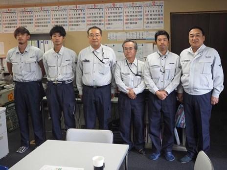 左から、石島君、渡部君、築田さん、安井次長、中塚さん、中山社長