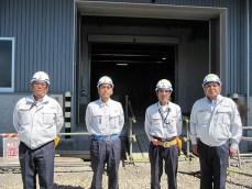 左から瀬戸工事課長、田中主任、吉田係長、中山社長